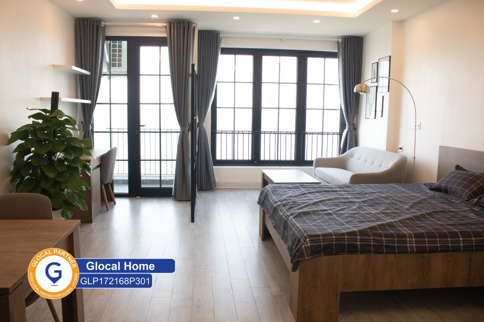 1 bedroom apartment with West lake view in Vu Mien street