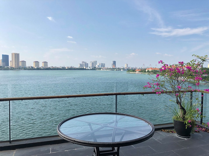 1 bedroom apartment with large balcony and view of the West Lake in Quang Khanh