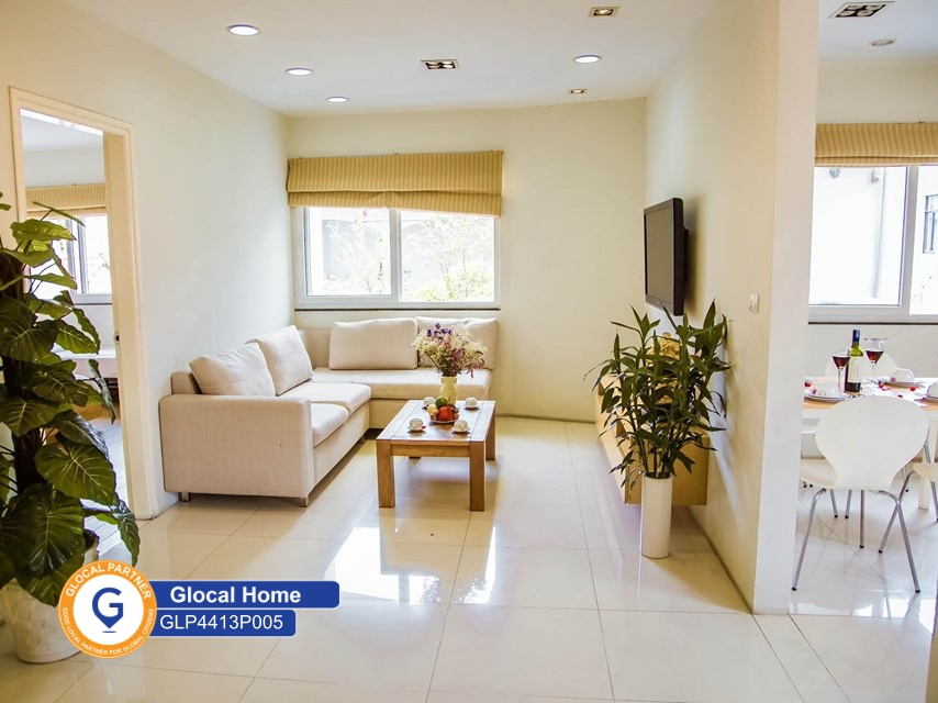 1 bedroom apartment with many windows, modern furniture in Au Co
