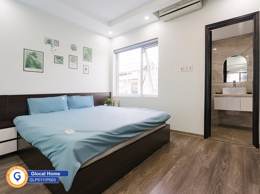 1 bedroom apartment with many windows, nice rooftop area in To Ngoc Van