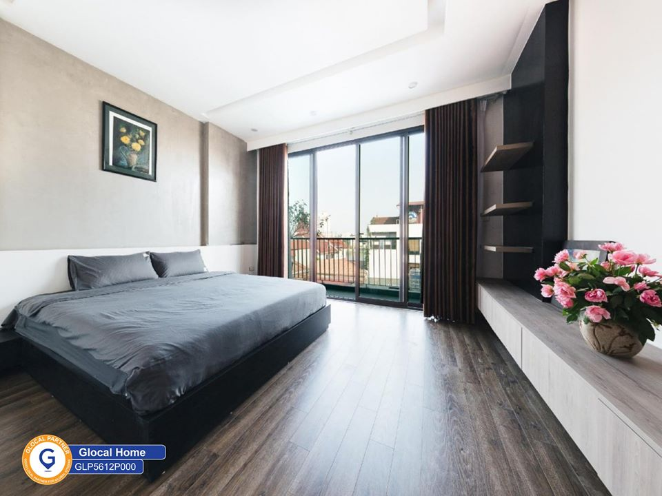 1 bedroom apartment with nice view to West Lake, large window in Xuan Dieu street