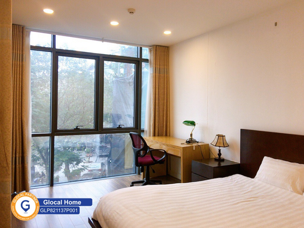 One-bedroom apartment with view of Ngoc Khanh lake in Pham Huy Thong street