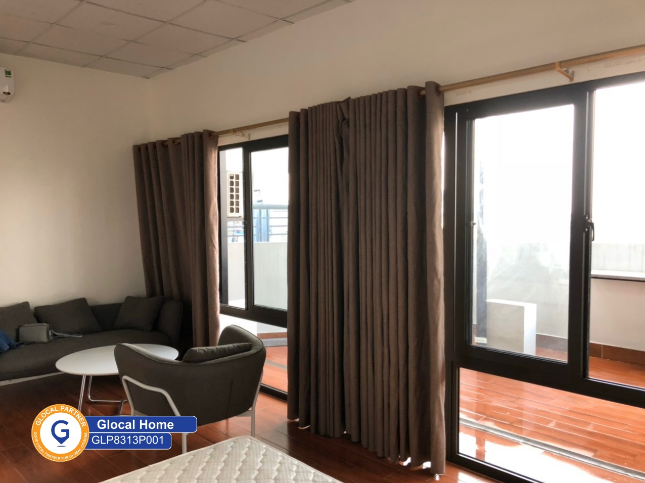 1 bedroom apartment, many windows and large balcony in Au Co street