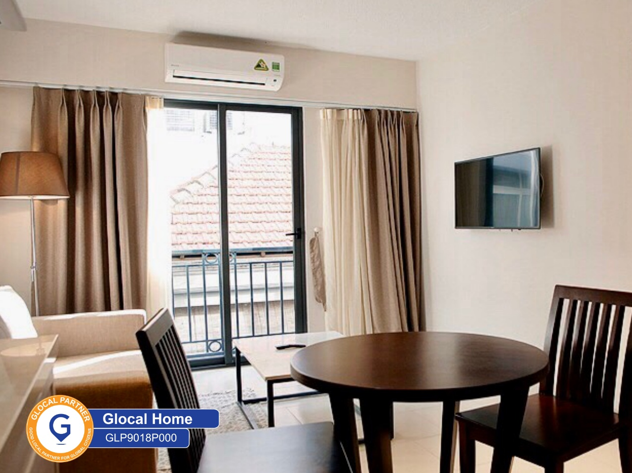 One-bedroom apartment, large windows with lots of natural light in Quang Khanh