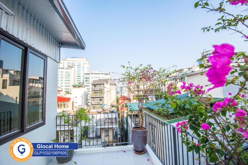 1 bedroom apartment with wooden interior design, lots of natural light in Kim Ma