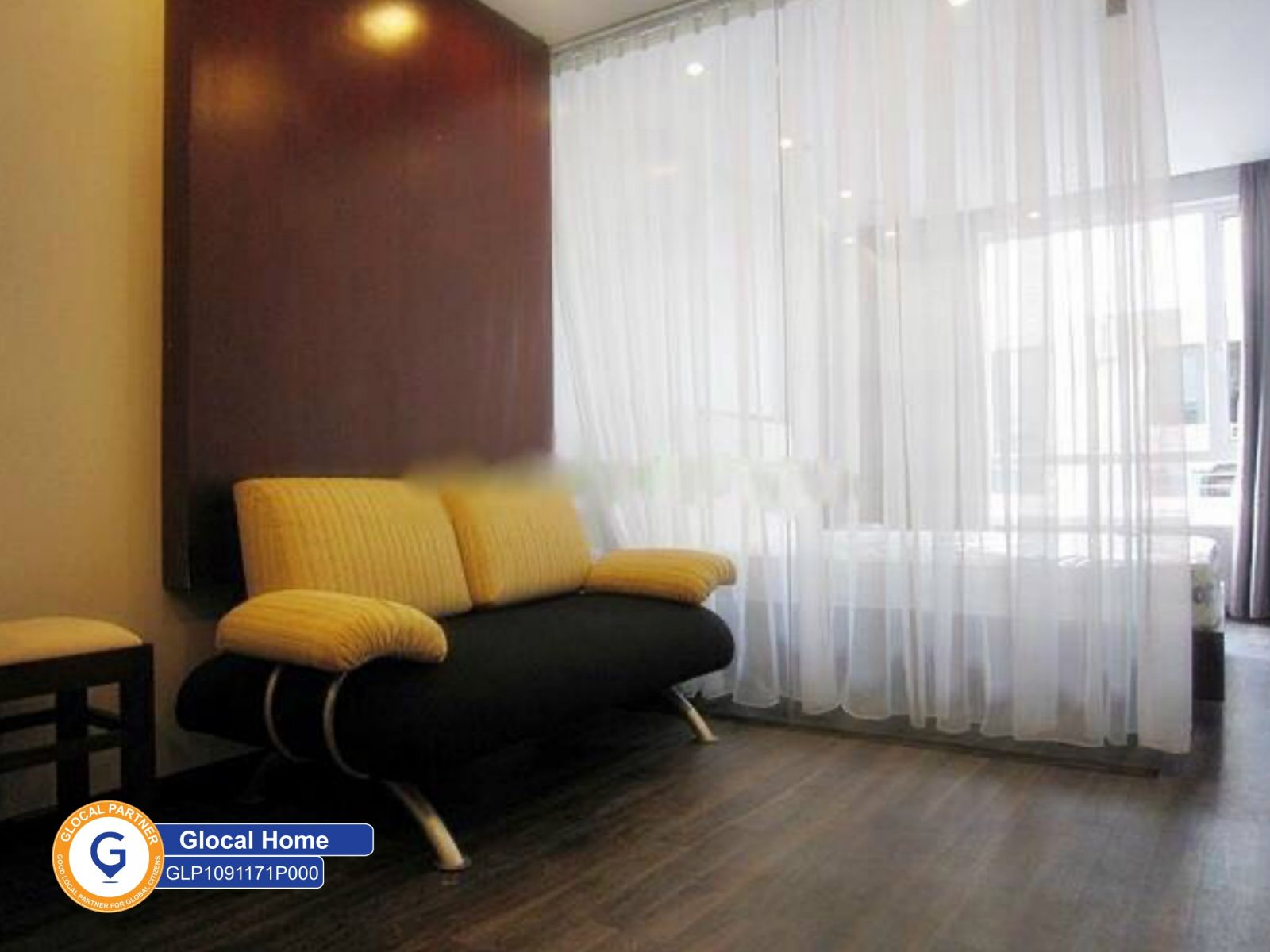 Fully furnished 1-bedroom apartment with good security in Mac Dinh Chi