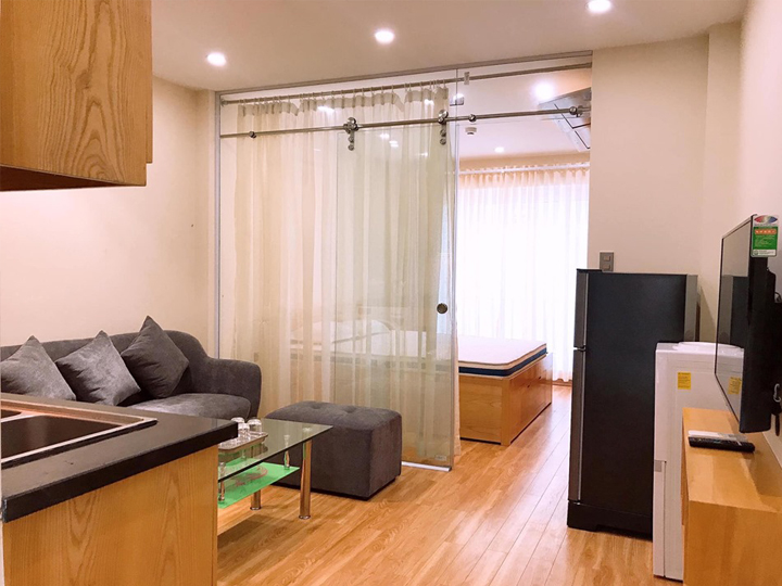 1 bedroom apartment with lots of natural light in Xuan Dieu