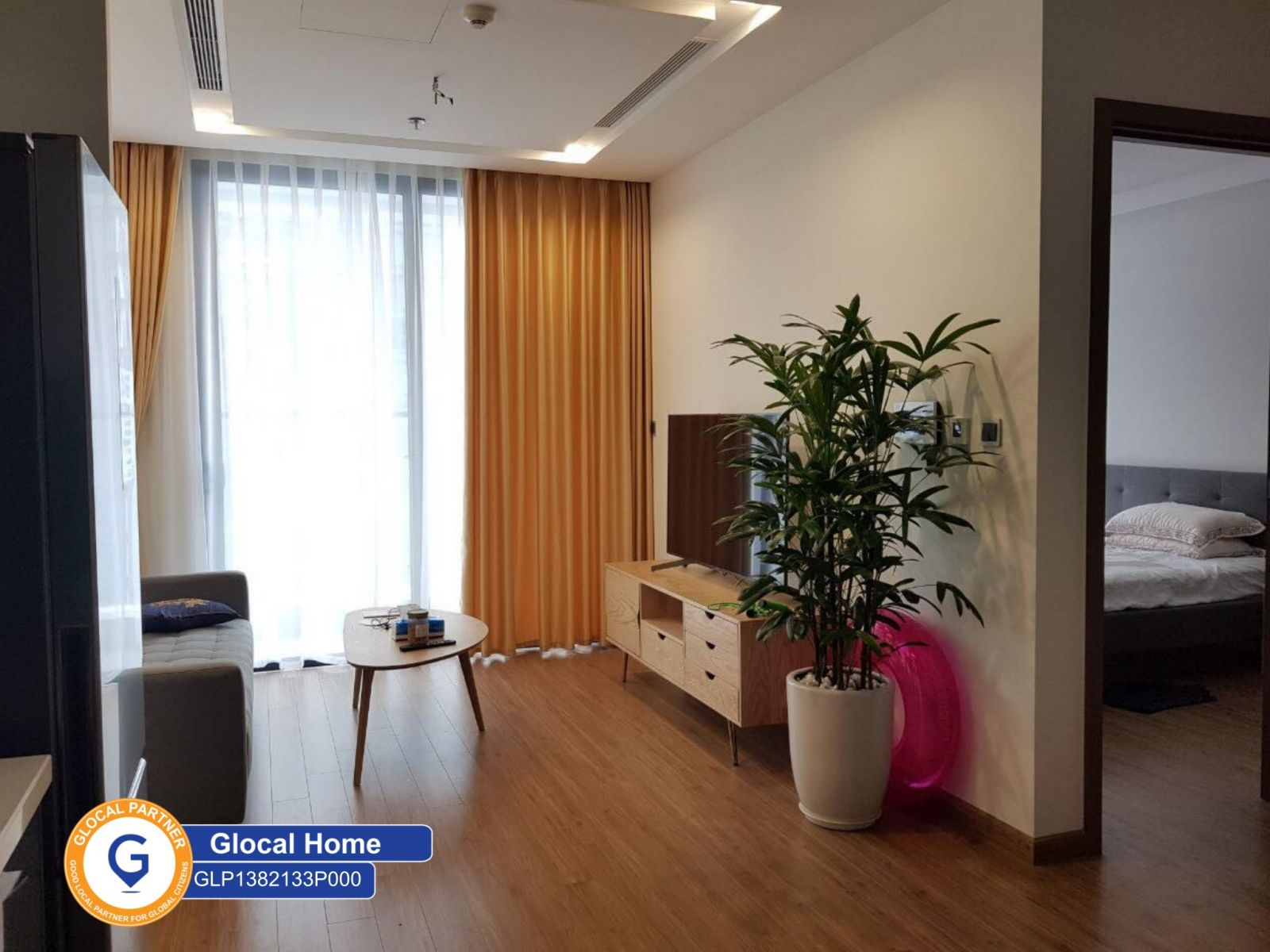 Fully furnished studio apartment in Vinhomes Metropolis apartment Lieu Giai