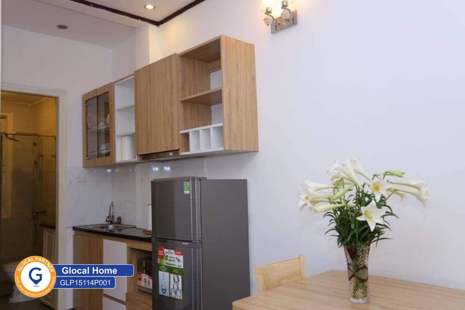 The studio apartment with a balcony has fully equipped in Tay Ho