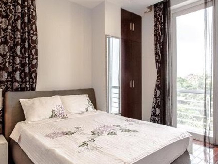 2-bedroom apartment with balcony, with car parking at the door in To Ngoc Van