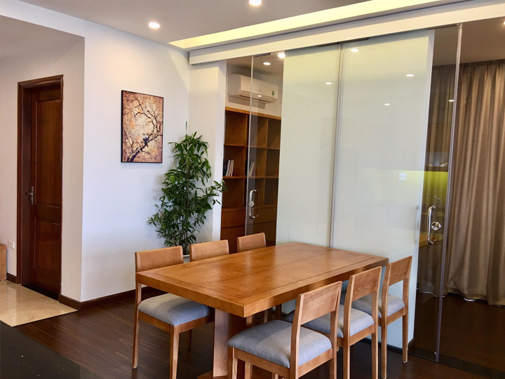 Large 2-bedroom apartment, view of West Lake with large windows in Nhat Chieu