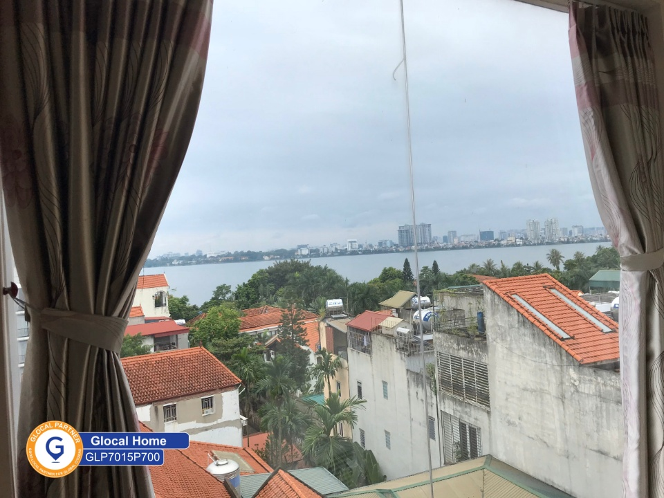 1-bedroom apartment with many windows, rooftop with lake view in Dang Thai Mai