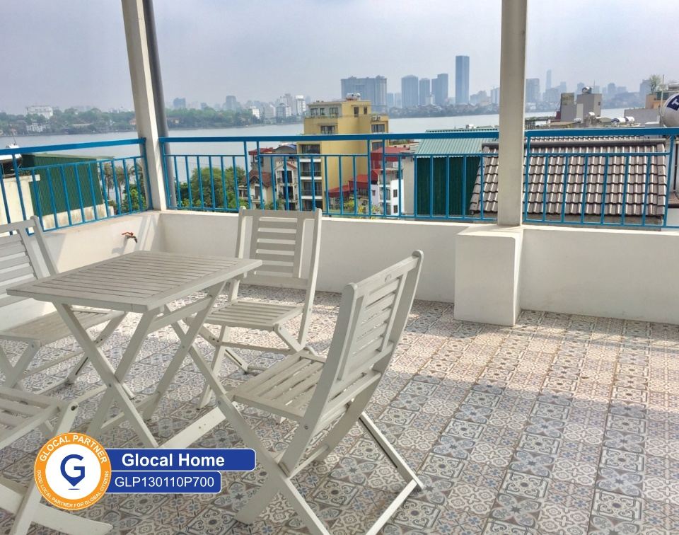 One bedroom apartment with big balcony and lake view in Yen Phu